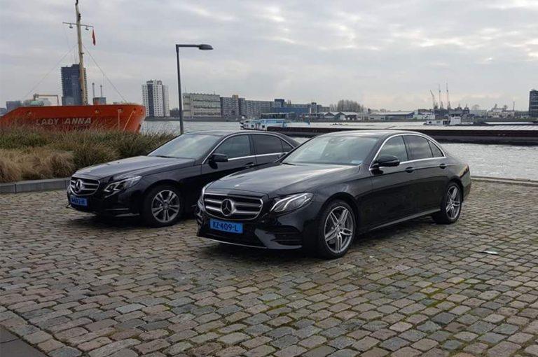 De auto's van taxi Rotterdam